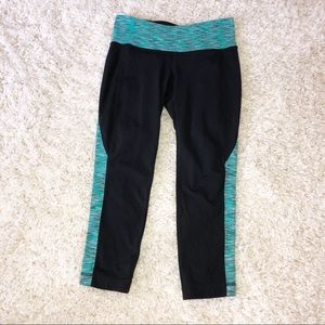 Athleta black and turquoise cropped leggings XS